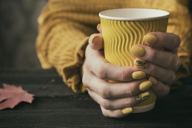 Jesenji nokti žute boje