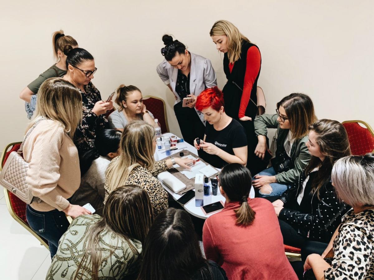 Alexandar Cosmetics seminar za manikir i nadogradnju noktiju