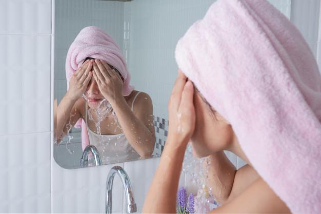 Masna koža lica mora redovno da se čisti