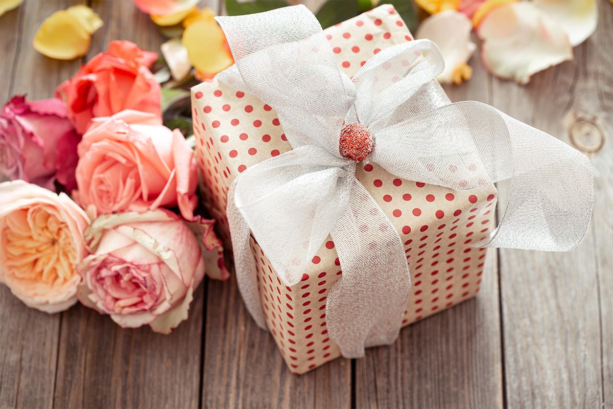 Šta pokloniti ženi za Osmi mart